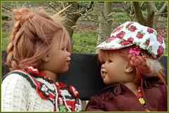 Tivi und Sanrike (Kindergartenkinder) Tags: kindergartenkinder annette himstedt dolls sanrike tivi gruga grugapark essen blume