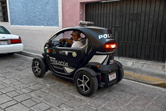 The terrific little electric car of the Campeche police (Chemose) Tags: mexico mexique yucatán campèche voiture police car twizy électrique electric renault canon eos 7d mars march