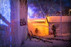 lmh-hasleveien002 (oslobrannogredning) Tags: bygningsbrann slokkeinnsats brannslokking brannslukking slukkeinnsats trehus trebygninger bilverksted røykdykking røykdykkere brannmannskaper brannmannskap brannkonstabler brannmenn brannmann