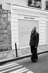 Yves-Paul Breand (dufour_l) Tags: 2017 bw candid canon cheveuxblanc darkisbetter eos5dmarkiii europe everybodystreet france froid fromstreetswithlove generationstreet hiver hommes lovesnoir matin monochrome monoroue noiretblanc noirshots paris portrait regardsparisiens roue storyofthestreets streetfocuson streetphotography streetofparis wearethestreets zonestreet