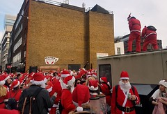 2017-12-09: Sprout Fight (psyxjaw) Tags: london londonist santa santacon pub crawl party daytime saturday christmas aldgate