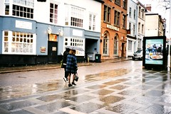 Just 2 strangers sharing an umbrella (DaniellaSevern) Tags: notts nottingham nottinghamshire streetphotography lifestylephotography peoplephotography filmphotography colourfilm filmcamera film fujifilm fujifilmsuperia yashica yashicamf1 35mm rain raining reflection umbrella