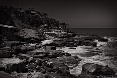 Cliffs (Marcello Rodriz) Tags: mar del plata argentina oceano ocean sea seascape lanscape rodriguezpuebla rodz black white sepia blanco y negro 2017 fuji fujifilm xt2 1855 acantilados cliffs waves olas