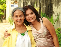 befriending an older woman (the foreign photographer - ฝรั่งถ่) Tags: older woman younger khlong thanon portraits bangkhen bangkok thailand canon kiss