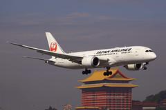 "Boeing, 787-8, ""Dreamliner"", JA827J, ""Japan Airlines"", RCSS, Taipei, Taiwan (Daryl Chapman Photography) Tags: aircraftflight ja827j jl jal landing arrival taiwan boeing 787 788 7878 planespotting rcss tsa runway10 canon 5d mkiii 70200l songshan"