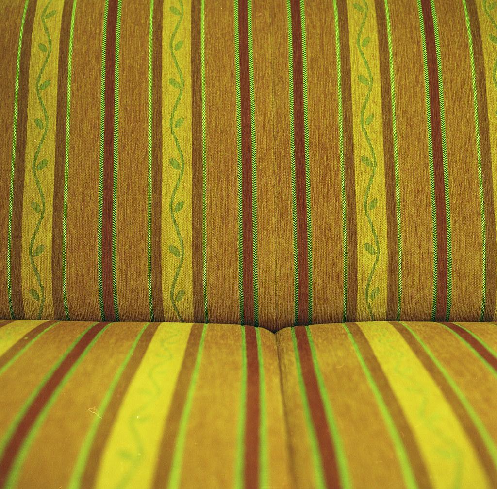 kanapee sofa cheap kanapee liege antik barock design sitzer sofa in dunkelrot bordeaux rot gold. Black Bedroom Furniture Sets. Home Design Ideas