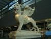 Der Markuslöwe am Wiener Hauptbahnhof (Wolfgang Bazer) Tags: markuslöwe wien hauptbahnhof südbahnhof vienna venedig venice lion st mark favoriten österreich austria
