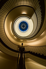 Standing tall (Maerten Prins) Tags: berlijn duitsland deutschland germany berlin berggruen museum stair stairs stairwell staircase spiral curve curves upshot blue window round circle dark brown gold yellow black shadow railing skylight architecture art giacometti person statue