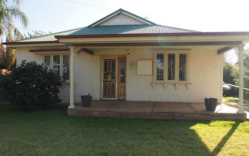 38 Close St, Parkes NSW 2870