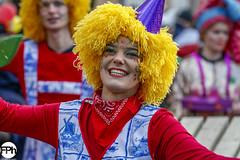 Dutch happiness (Frankhuizen Photography) Tags: yellow happiness groeëte rogstaekersoptocht weert netherlands 2018 rogstaekers optocht woman vrouw geel smile glimlach vrolijk nederland limburg street straat fotografie photography portret portrait vastenavond vastelaovond carnaval carnival girl dutch ncg