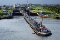 a lock (Suzanne's stream) Tags: lock schleuse schiffe ships panamakanal südamerika southamerica water river