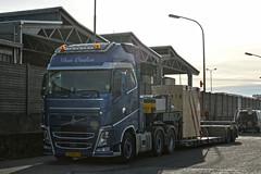 *NEW* Volvo FH4 Den Ouden (Samuele Trevisanello) Tags: new volvo fh4 den ouden transport 3axle 3 axle 6x2 6x4 holland fh hollandstyle hollandvolvo goinstyle truck trucks truckholland truckmeeting truckspotting truckspotter fotobyst italy veicolo camion trasporti italia allaperto convoi exceptionnel