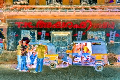 India - Kerala - Fort Cochin - Streetlife With Auto Rickshaws - 142bb
