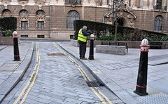 City workers (Dun.can) Tags: cityoflondon city london sunday morning work ec4 bishopscourt oldbailey painting street