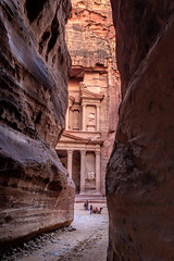 The 'classic' view, Petra, Jordan (Aethelweard) Tags: maangovernorate jordan jo temple tomb burial old ancient history rock gorge sculpture architecture mabatean roman rocks hdr road geology