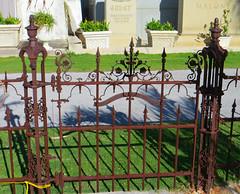 Key West (Florida) Trip 2017 7464Ri (edgarandron - Busy!) Tags: florida keys floridakeys keywest keywestcemetery grave graves
