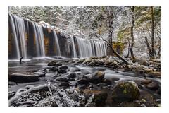 Naturaleza desbordada (champollion-10) Tags: waterfall dam winter longexposure landscapes nature ngc tokina1116 canon60d nwc cascada