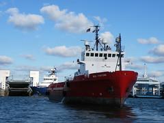 Boa Fortune (IMO 9019286) (Parchimer) Tags: supply shipstug suppliesahts supplyvessel versorger schiff ship mukran vorpommern rügen