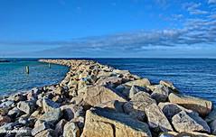 Wellenbrecher als Schutz eines Hafens (garzer06) Tags: hafen steine wellenbrecher deutschland glowe blau landschaftsbild landschaftsfoto mecklenburgvorpommern landscapephotography landscapephoto inselrügen wolken insel landschaftsfotografie rügen