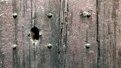 Valldemossa Black (David Abresparr) Tags: door dörr wood trä nyckelhål keyhole svart black screw skruv crack spricka