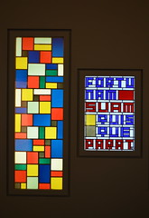 """Composition Géométrique"" + ""Fortunam Suam Quisque Parat"" by Theo Van Doesburg (1927) [Strasbourg - 9 December 2017] (Doc. Ing.) Tags: 2017 france alsace grandest basrhin strasbourg upperrhine museumofmodernandcontemporaryart museum art theovandoesburg compositiongéométrique fortunamsuamquisqueparat stainedglasswindow geometric nikond5100"