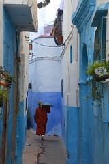 woman walking Larache Morocco_2572 (ichauvel) Tags: femme woman marcher walking rue street bleue blue larache maroc morocco afriquedunord northafrica voyage travel scénederue streetphotograhy photoderue exterieur outside jour day getty