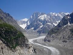 Mer de Glace. Mont Blanc Massif. Chamonix. (elsa11) Tags: merdeglace montblancmassif montblancrange glacier gletscher gletsjer montenvers rackandpinionrailway cograilway mountains montagnes hautesavoie auvergnerhonealpes france frankrijk grottedeglace icecave