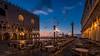Venice sunrise (hjuengst) Tags: venice venedig venezia italy italien bluehour blauestunde sunrise sonnenaufgang markusplatz sanmarco stmark´ssquare orange light streetlight strasenlampe