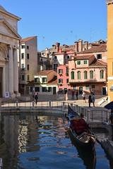 Venezia / Campo della Maddalena (Pantchoa) Tags: venise italie campo campodellamaddalena piazza rio maddalena eau gondole église pont sanantonio vénétie architecture cheminées cheminéesvénitiennes