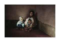 Mother and children.  ( Imlil ) 1990 (José Luis Cosme Giral) Tags: motherandchildren travel olympusxa2 kodachrome200 imlil morocco 1990