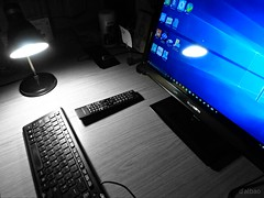 Blue light (Franco D´Albao) Tags: francodalbao dalbao lumix ordenador computer pc monitor teclado keyboard trabajo job pantalla screen