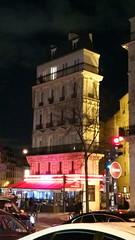 150-Paris décembre 2017 - un immeuble étroit boulevard de Magenta (paspog) Tags: paris france décembre 2017 boulevarddemagenta nuit night nacht