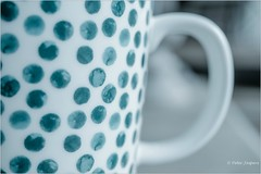 Coffee, a hug 💟 in a mug (Peter Jaspers) Tags: frompeterj© 2018 olympus zuiko omd em10 1240mm28 macro macromondays speckled mug coffee textures dots home spots