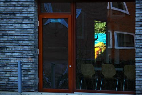"Durch das Fenster aus dem Fenster • <a style=""font-size:0.8em;"" href=""http://www.flickr.com/photos/69570948@N04/38738078975/"" target=""_blank"">View on Flickr</a>"