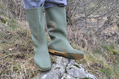 100 -- Hevea Wellies from 1970 -- Rubberboots -- Gummistiefel -- Regenlaarzen (HeveaFan) Tags: rubberboots rubberlaazen 在泥里的靴子橡胶 kaplaarzen ゴム長靴 gummistiefel 威灵顿长靴 stiefel stivali stövlar ブーツ dunlop hevea aigle ripped wornout rainboots regenlaarzen wellies bottes wellworn caoutchouc galoshes wreckled trashed regenstiefel waterlaarzen soles tuinlaarzen loch leaky damaged trouée undicht versleten laarzen wellington kaput mud boue fertig riss gomma trou abgelatscht kaputt lek gumboots boots bottas vredesteinlaarzen vredesteinwellies vredesteinstiefel