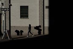 New York City (Thomas De Los Santos) Tags: nyc newyork ny chasinglight chasing light shadow sombra manhattan brooklyn dumbo nikonlens nikoncameras nikond750 d750 fullframe man streetphotography street photography luz 50mm new york city
