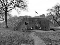 Fort Everdingen 1 (Mattijsje) Tags: fort everdingen fortress hollandse waterlinie holland nederland netherlands old antique war ww1 wwi wereldoorlog baksteen bricks fortbrouwerij duitslauret
