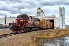Paper Delivery Service (Wheelnrail) Tags: emd gp382 lirc louisville indiana li westrock industry urban industrial railroading railroad rail road prr warehouse boxcar paper columbus in 2005 c32a cloudy