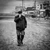 Loup de mer (Yoann Delaplace) Tags: homme noir et blanc bw digue mer rue street