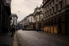 Foggy Milan (diego_russo) Tags: diegorusso milano milan mailand italia italien italy lombardia shop street fog foggy niebla nèpida nèula nebbia