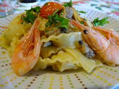 Buon appetito (RoBeRtO!!!) Tags: rdpic pasta dish food shrimps clams oliveoil chili pepper garlic parsley reginette piatto cibo gamberetti vongole oliodoliva peperoncino aglio prezzemolo sonyhx400v
