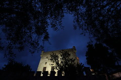 Castelldefels.- (angelalonso57) Tags: castillo castelldefels canon 1018 noche night blue arquitectura medival monument 2018 eos tree himmel stone house efs tabarnia classic old ciel 1300d efs1018mm f4556 is stm ƒ80 100 mm 113 1600