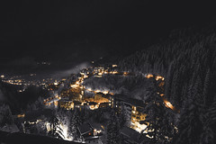 Old Town of Bad Gastein (derlehnsherr) Tags: badgastein gastein kurort kurhotel gasteinertal heilstollen night nacht licht streetlamps strasenlampen city winter landscape berg urban