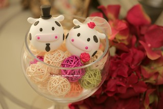 Love cows bride and groom MochiEgg wedding cake topper, cute animals cake decoration ideas