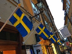 Gamla Stan (brimidooley) Tags: stockholm stoccolma estocolmo sverige suecia suède sweden szwecja zweden flags gamlastan city citybreak travel tourism europe scandinavia europa eu winter hiver 瑞典 invierno inverno ستوكهولم scandinaviaストックホルム