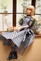 Giselle sit by the window (RockWan FR) Tags: gisellediefendorf costumedrama nuface integritytoys fashionroyalty fashiondoll