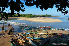 Morning at Pero harbour, Sumba Barat Daya (Sekitar) Tags: indonesia sumba barat daya ntt nusatenggaratimur kleinesundainseln lessersundaislands east morning pelabuhan mouth boat pero harbour earthasia