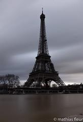 Tour Eiffel (Mathias25) Tags: paris iledefrance france photographie photography photo architecture parisbynight picoftheday toureiffel eiffeltower pauselongue longexposure nightphoto nightphotography