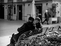 insieme (fiore_lla4ever) Tags: due amici compagni passare del tempo insieme chiacchiere relax black white dark light lightroom canon eos 6d flower us