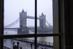Des de la finestra (ancoay) Tags: finestra londres towerbridge ventana window bridge river grey thames tamesis london cold snow 7dwf